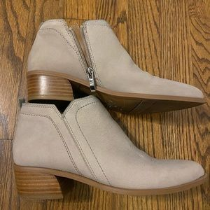Booties taupe light soft barely worn